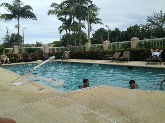 Hampton Inn Fort Lauderdale Airport North Cruise Port: pool