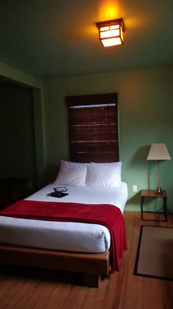 Reynolds Hotel : Soothing, cool room