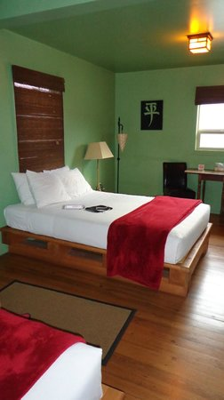Reynolds Hotel : Two equally comfortable queen-sized beds in the room