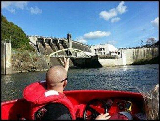 CAMJET Boat Tours Cambridge: CamJet driver Aaron at Karapiro Dam face 17 Sept 2013