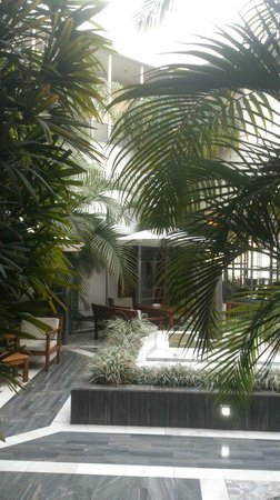 Hotel El Virrey: The inside garden