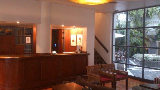 El Virrey Hotel: Reception area