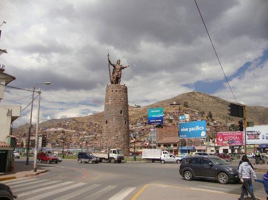 Centro Historico De Cusco: Monumento a Pachakutec