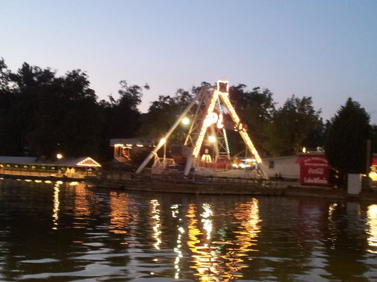 Lake Winnie Amusement Park : Beautiful lake
