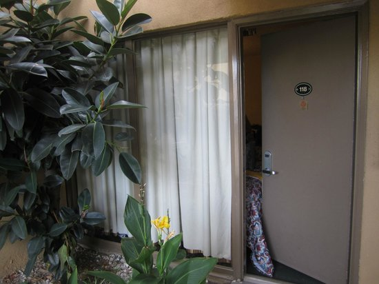 Days Inn Torrance/Redondo Beach: Entrada do Quarto