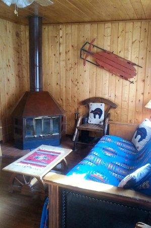 Three Bears Lodge: View of livingroom
