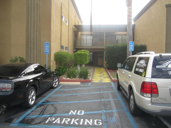 Days Inn Torrance Redondo Beach: Estacionamento