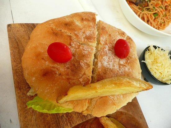 Mandarina Restaurant & Beach club by Casa Las Tortugas: Salmon sandwich