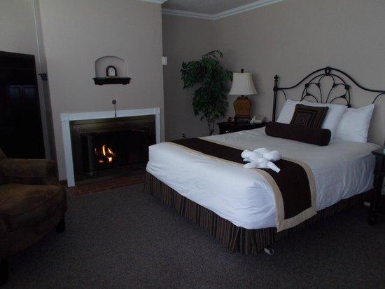 Ecola Creek Lodge: Our Comfy Room