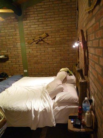 Cerro Del Valle Hotel Rustico: Vista cama de costado