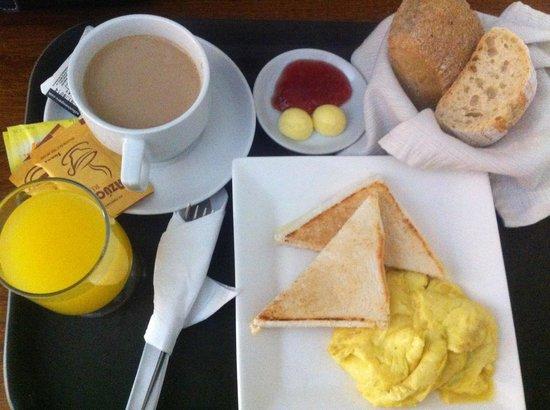 Hotel Runcu Miraflores: Actual Breakfast