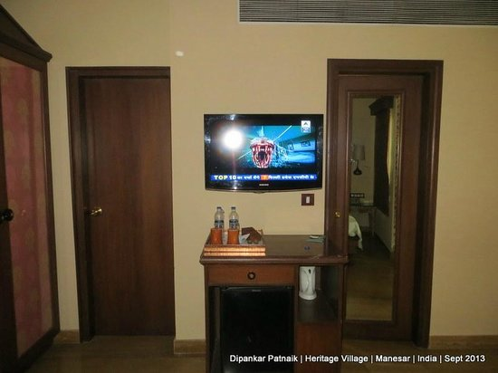 Heritage Village Resort & Spa, Manesar, Gurugram: Large Panel TV in the Room