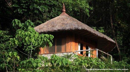 Sangat Island, Philippines: Hilltop Chalet - Exterior