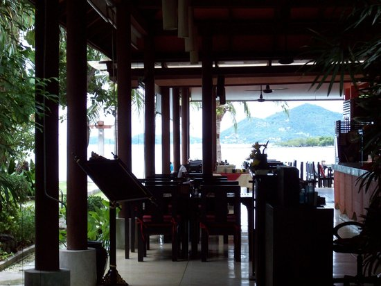 Baan Haad Ngam Boutique Resort & Villas : Looking through Olivio toward beach
