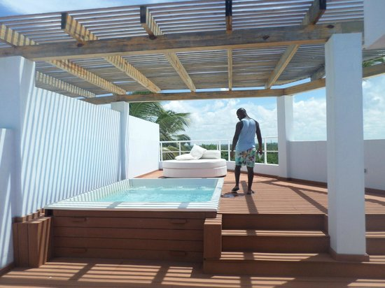Private pool jacuzzi rooftop terrace 15012 picture of for Terrace jacuzzi