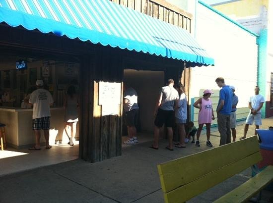 Britt's Donut Shop : just open & already a line