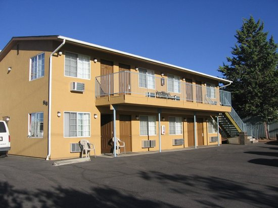 Heritage House Motel : View of motel
