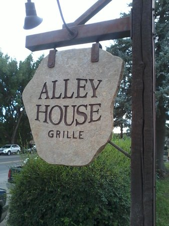Alley House Grille : On the Main Street!