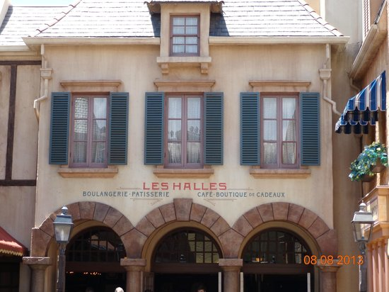 Les Halles Boulangerie Patisserie: The entrance