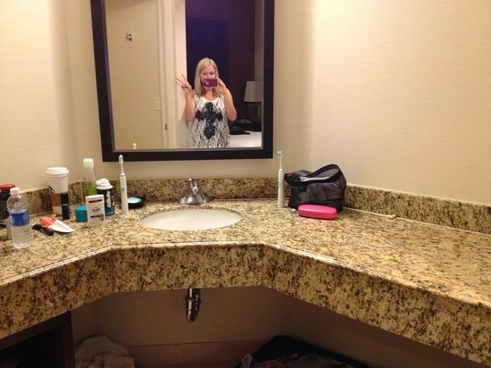 Hyatt Regency Orange County : 2nd bathroom in 2 bedroom suite. Opened to bedroom