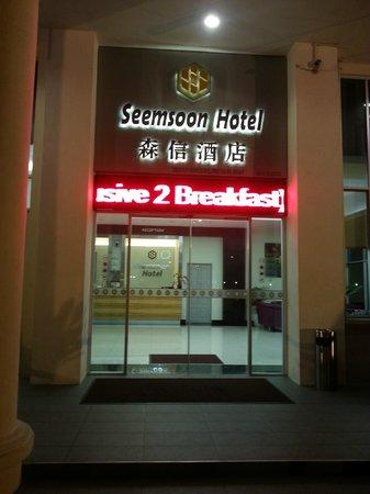 Seemsoon Hotel: Hotel front