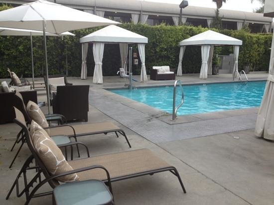 Luxe Sunset Boulevard Hotel : Heated pool