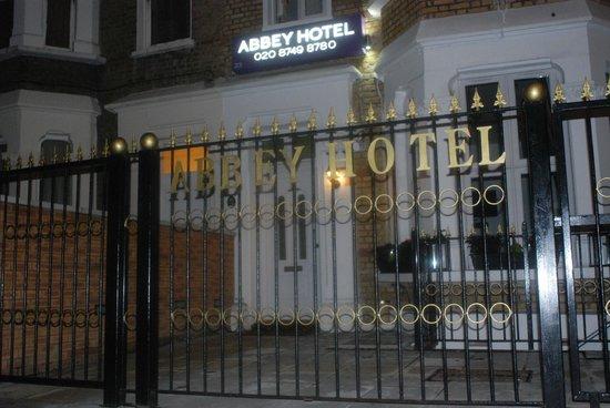 Chambre pour 1 personne picture of abbey hotel london for Chambre d hotel pour amoureux