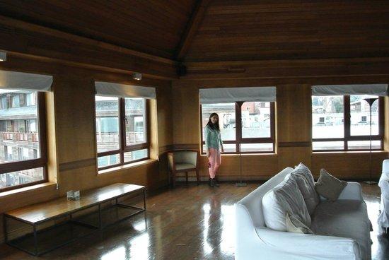 Radisson Hotel Puerto Varas: Mirador del 7 piso, con ventanales donde se puede ver el lago.