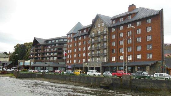 Radisson Hotel Puerto Varas: El hotel desde el lago.