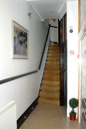 Abbey Hotel: Staircase to the original rooms