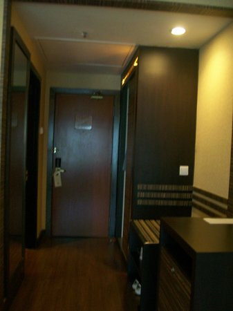 The Residences @ Swiss-Garden Hotel & Residences Kuala Lumpur: entrance and exit of the room