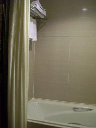 The Residences @ Swiss-Garden Hotel & Residences Kuala Lumpur: very clean and nice bathroom