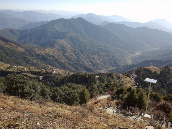 Dhanaulti, India: 360 Degree view from the temple