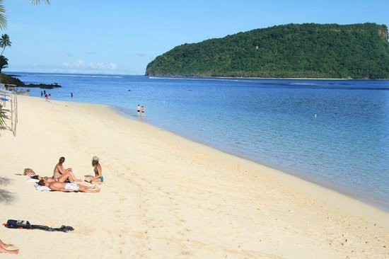 Taufua Beach Fales: Relaxing on the beach