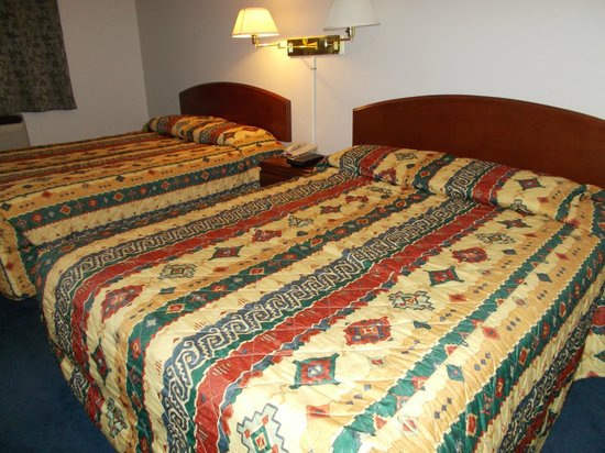Acadian Inn: Two queen size beds