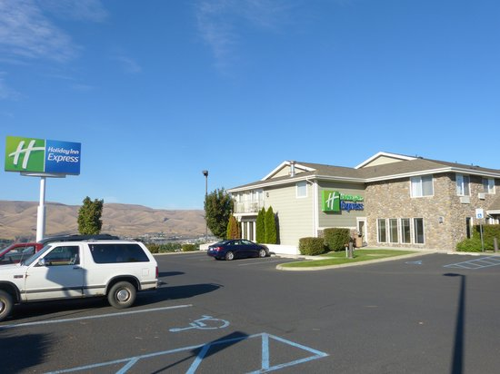 Holiday Inn Express Lewiston: Hotel Exterior