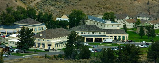Mammoth Hot Springs Dining Room: Overlooking Mammoth Hot Springs