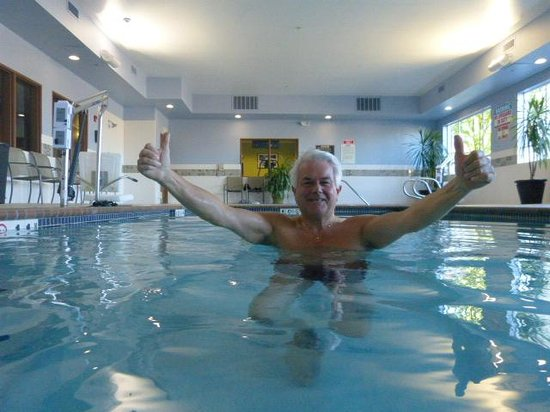 Holiday Inn Express Hotel & Suites North Seattle - Shoreline: Me loving the Pool