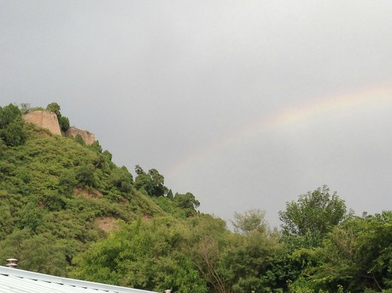 Great Wall Box House (Beijing): rainbow over the wall