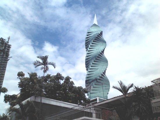 Hotel Riu Plaza Panama: el tornillo - impressionante edifício na rua 50