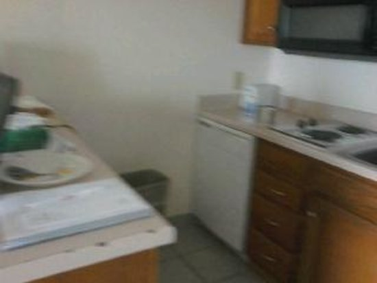 The Victorian Condo-Hotel Resort & Conference Center: Kitchenette with Microwave, 2 burner cook top, DW, fridge w/freezer
