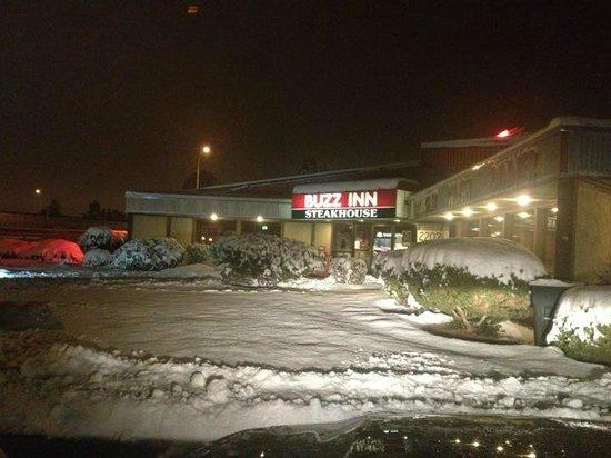 Buzz Inn Steakhouse: Snowstorm