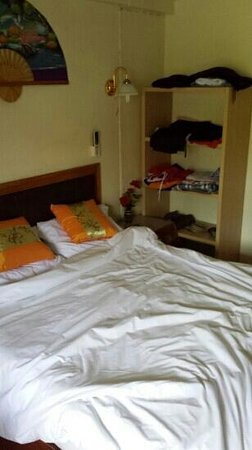 Bonny Hotel: plenty of room for clothes
