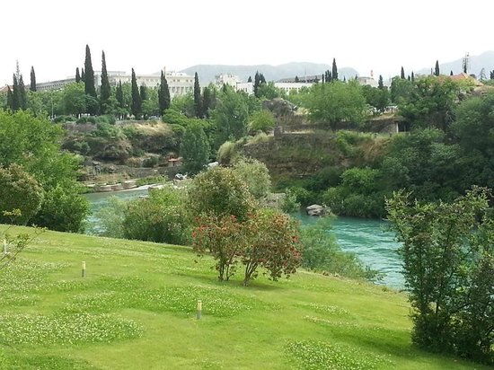 Hotel Podgorica: The view from the room to the beautiful Moraca river