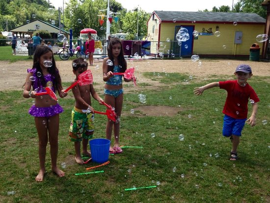 Yogi Bear's Jellystone Park - Ashland: Blowing bubbles activity