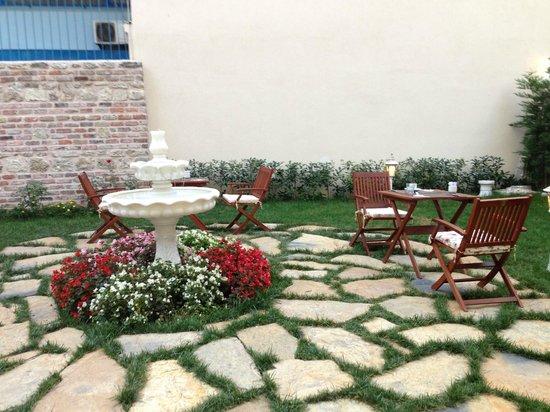 Enderun Hotel Istanbul: The Garden area