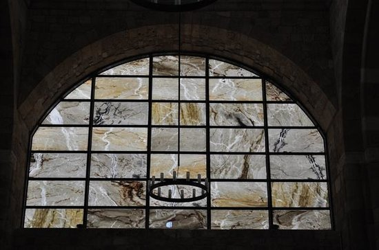 Cathédrale St Elie des Grecs-Catholiques: baie en marbre translucide