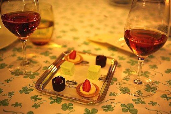 Château de Noirieux : Petit fours to round off the gourmet experieince.