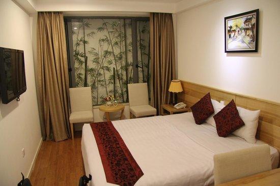 Hanoi Romance Hotel: Zimmer mit was man aus dem Fenster sieht