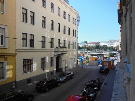 Appartements Hermine : Viktoria - vista e metro U2 in fondo alla strada